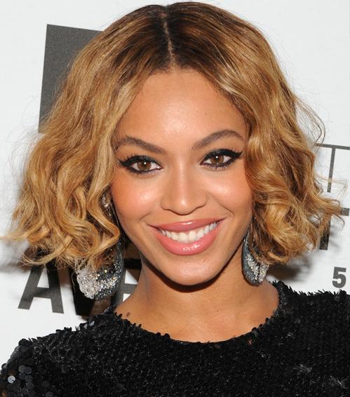 Beyonce Knowles short wavy bob hairstyle