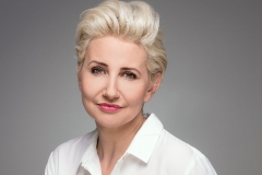 over-50-hairstyle-short-blonde-hair-pulled-back