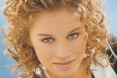 short-curly-hairstyle-8